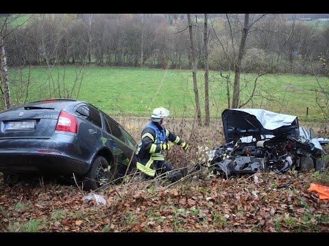 Fünf Personen bei Unfall auf der L729 schwer verletzt (Netphen-Deuz/NRW)