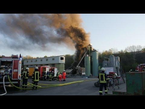 Explosionsgefahr bei Feuer in Lindenberg: Feuerwehr im Großeinsatz