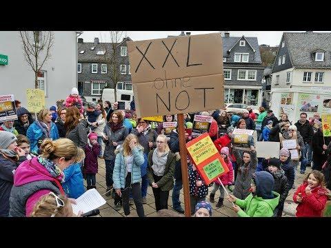 "Lautstarke Proteste gegen ""XXL-Grundschule"" (Neunkirchen/NRW)"