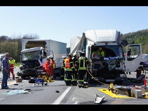 Siegen/NRW: Schwerer Unfall mit mehreren LKW´s auf der A45