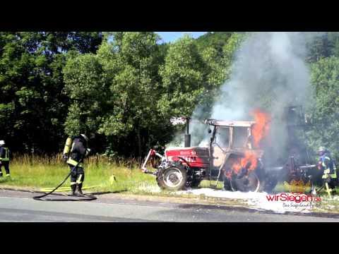 Traktor samt Mähwerk wurde Raub der Flammen (Wilnsdorf-Oberdielfen/NRW)