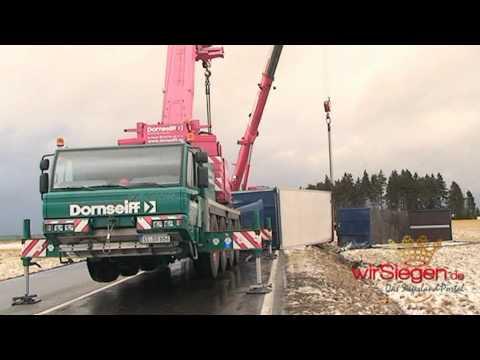 Burbach - Starker Sturm kippt fahrenden LKW um