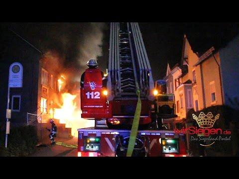 Feuer nach Explosion in Trupbach – Haus in Flammen (Siegen/NRW)