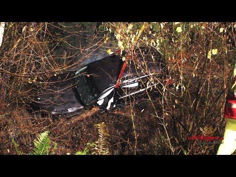 Rettung! LKW-Fahrer sieht verunglückten PKW im Wald liegen (Olpe/NRW)