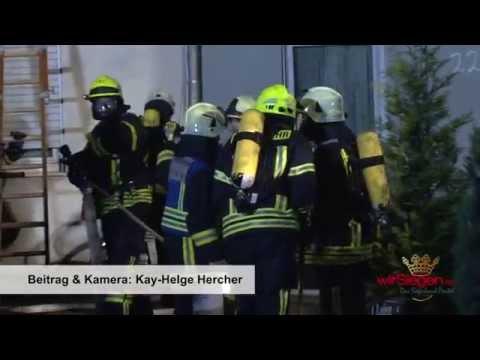 Nächtlicher Zimmerbrand in Neunkirchen - 39 Personen wurden evakuiert (Neunkirchen/NRW)