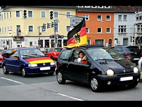 Siegen: Autokorso nach erstem WM-Triumph der Nationalmannschaft