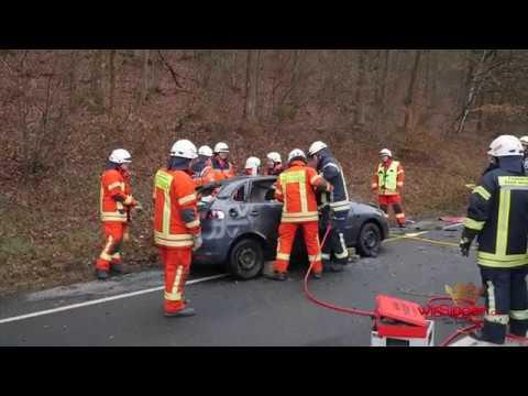 29-jährige Autofahrerin nach Überschlag schwer verletzt