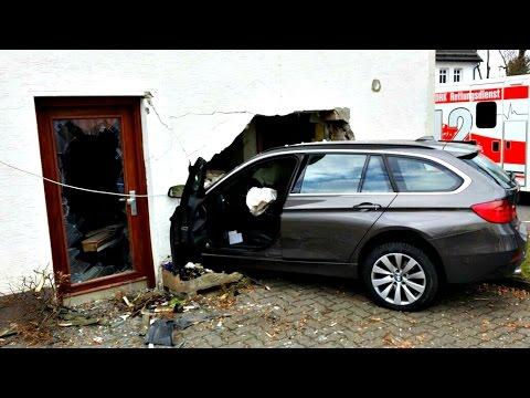 BMW kracht ungebremst in ein Littfelder Wohnhaus (Kreuztal/NRW)