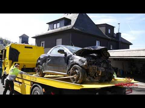 Weidenau: Schwierige Pkw-Bergung nach Verkehrsunfall unter Alkoholeinfluss