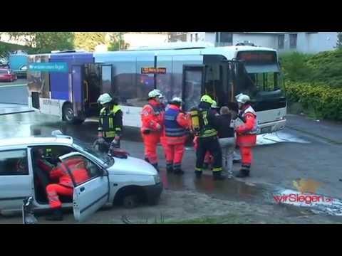 Übung in Wilnsdorf: Linienbus kollidiert mit Pkw