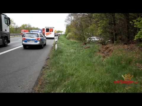 Unfall auf der A 45: Auto landet in Böschung