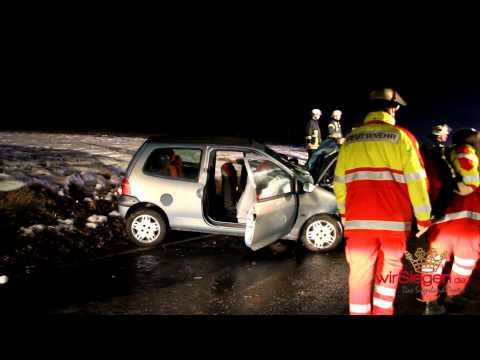 Unfall bei Burbach-Holzhausen: Kleinwagen prallt gegen Baum