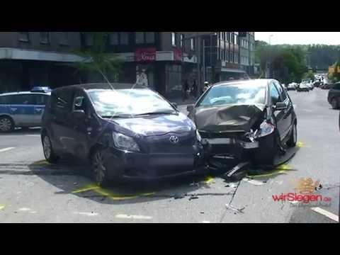 Drei Verletzte nach Crash auf Kreuzung in Siegen