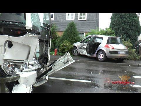 Schwerer Busunfall mit mehreren Verletzten (Kreuztal-Buschhütten/NRW)