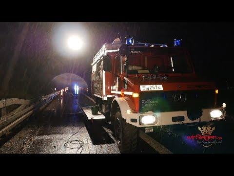 LKW gegen Leitplanke gekracht - Vollsperrung der A45 Richtung Norden (Siegen/NRW)