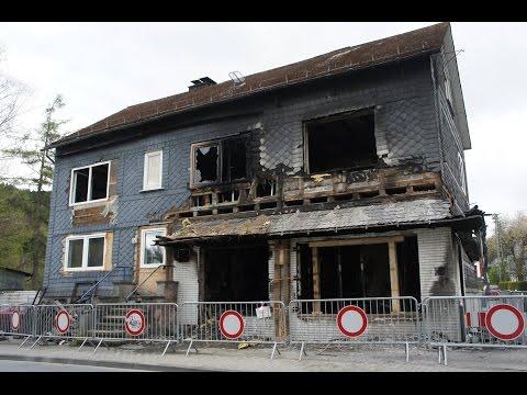 Ermittlungen nach Wohnhausbrand in Trupbach laufen auf Hochtouren (Siegen/NRW)