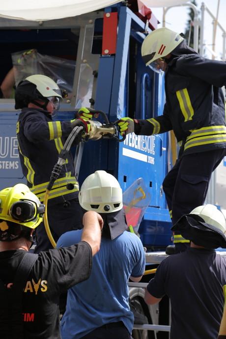 2015-05-03_Bad Laasphe_Feuerwehr trainiert Rettung von verunglückten Lkw-Fahrern_Fot_Feuerwehr_04
