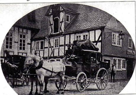 Die letzte Postkutsche in Hilchenbach 1884 vor der Gastwirtschaft Wolschendorf. Mit dem                          Erndtebrücker  Postillion Johann Debus.