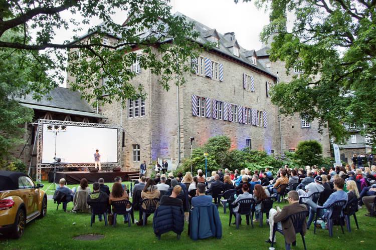 2016-08-04_Siegen_Brunnenwiese Oberes Schloss_KGB Kunst gegen Bares_Foto_Hercher_003