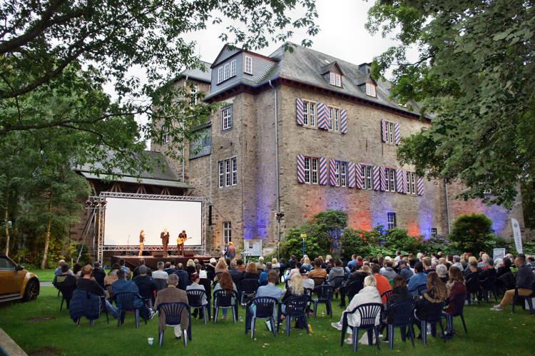 2016-08-04_Siegen_Brunnenwiese Oberes Schloss_KGB Kunst gegen Bares_Foto_Hercher_022