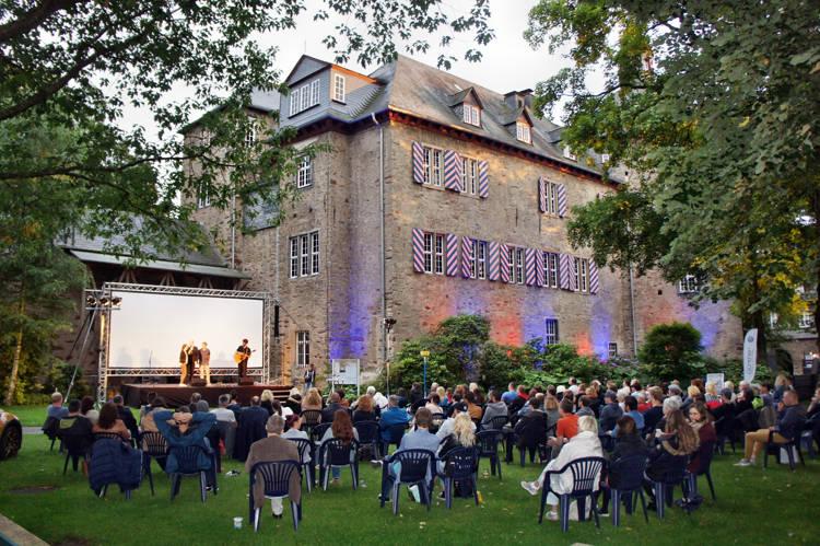 2016-08-04_Siegen_Brunnenwiese Oberes Schloss_KGB Kunst gegen Bares_Foto_Hercher_033
