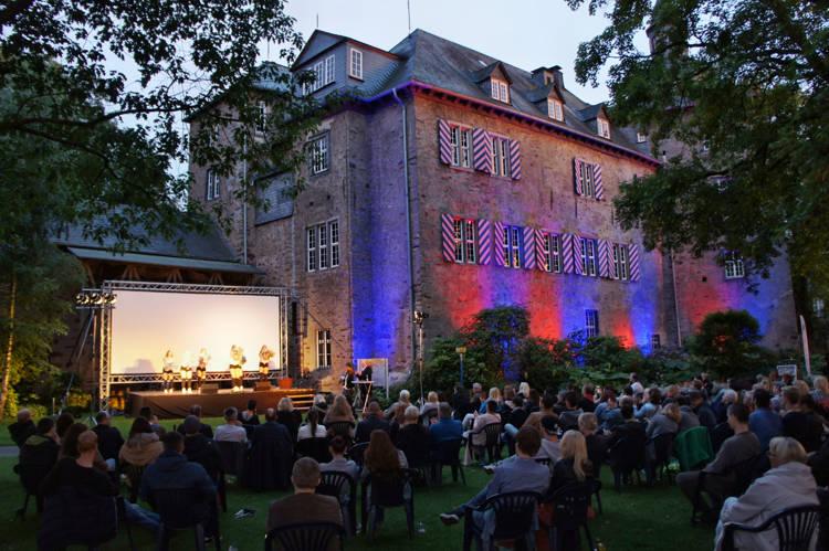 2016-08-04_Siegen_Brunnenwiese Oberes Schloss_KGB Kunst gegen Bares_Foto_Hercher_035