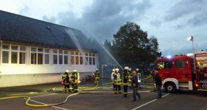 2016-09-30_burbach_dreilaendereckuebung-feuer-in-der-grundschule-niederdresselndorf_foto_lutz-schaefer_04