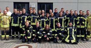 Neue Atemschutzgeräteträger für die Feuerwehren Kreuztal, Hilchenbach und Freudenberg. (Foto: Feuerwehr)
