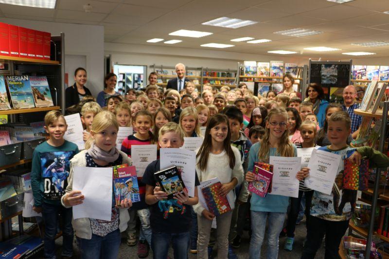 Die eifrigen Teilnehmer am Sommerferien-Lesespaß wurden in der Bibliothek Burbach gefeiert. (Foto: Gemeinde Burbach)