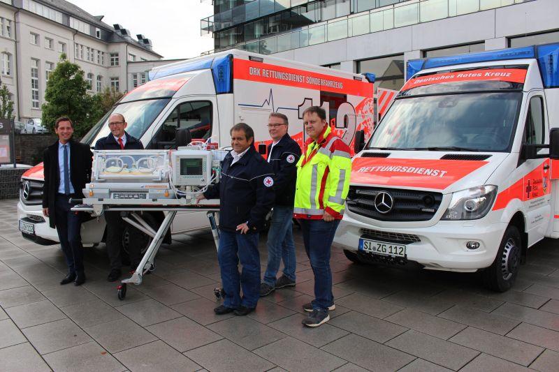 2016-10-11_siegen_neue_rettungswagen_baby_schwerlastmobil-2