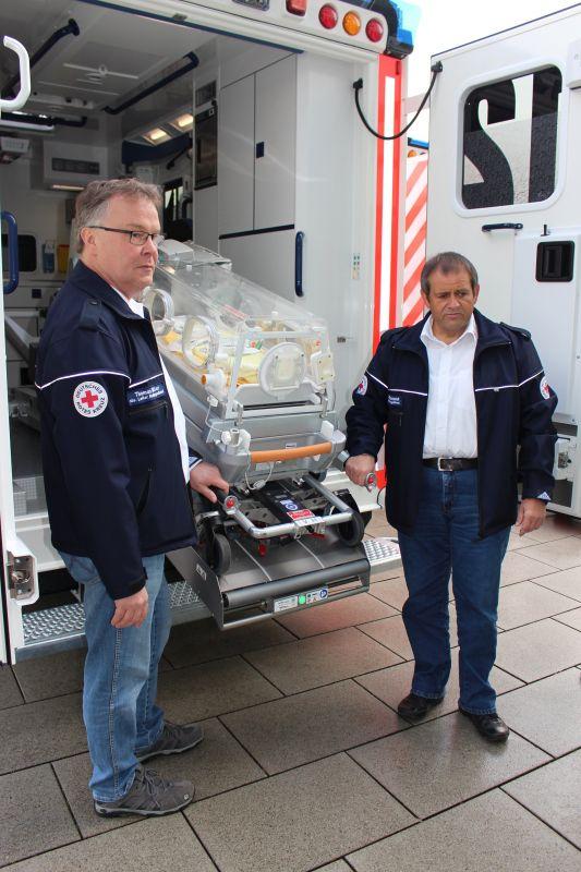 2016-10-11_siegen_neue_rettungswagen_baby_schwerlastmobil-3
