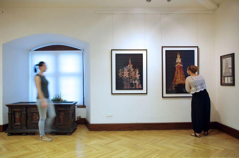 """Führung durch die Ausstellung """"Tango Metropolis"""" mit Thomas Kellner. (Foto: privat)"""
