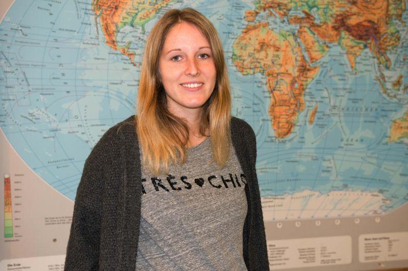 Kim Larissa Böger ist Lehramtsstudentin an der Universität Siegen und unterrichtet im Rahmen des FLUSS-Projektes Flüchtlingskinder an der Geschwister-Scholl-Schule in Geisweid. (Fotos: Universität Siegen)