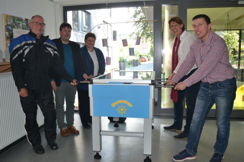 Tanja Wagener (SPD-MdL, 3.v.l.) besuchte 'Haus Burgweg' in Burbach; ihre Gesprächspartner waren (übrige Personen v.l.n.r.) Friedhelm Jung, Thomas Puchelt, Anja Hillebrand und Markus Treptow. (Fotos: privat)