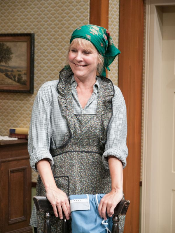 Beate Kiupel spielt die Tamine (Fotos: Ohnsorg-Theater)