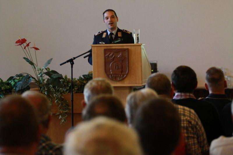 Oberstleutnant Jens Sauer informierte über Aufbau und Fähigkeiten des Systemzentrum 25. (Foto: Peter Hanke)