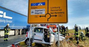 pkw-crash-lkw-burbach-lippe-2016-11-24