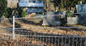 Ein Elektrozaun soll künftig dafür sorgen, dass Wildschweine dem alten Friedhof in Struthütten keinen Besuch mehr abstatten. Foto: Gemeinde Neunkirchen