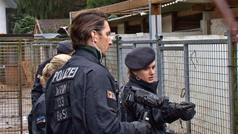 2016-12-14_kreuztal-buschhuetten_durchsuchung-bei-hundezuechter_foto_hercher_11
