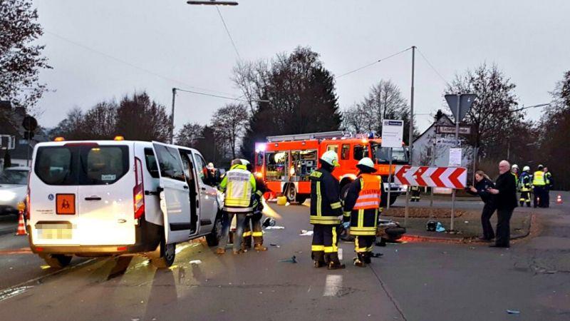 2016-12-16_kreuztal-eichen_vup_roller-gegen-kleinbus_foto_mg_07