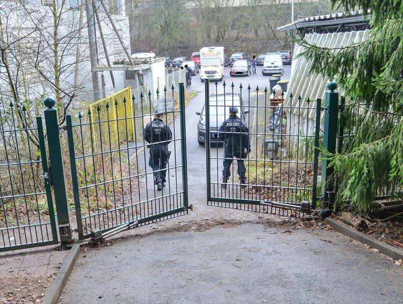 Eingangstor zur angeblichen Hundezucht (Foto: Polizei)