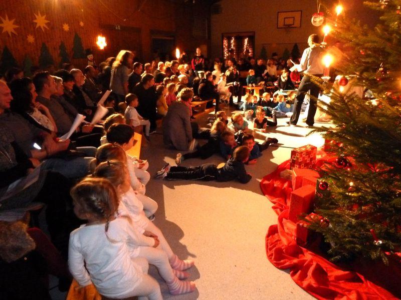 Weihnachtliche Stimmung in der TSG Turnhalle (Fotos: Verein)