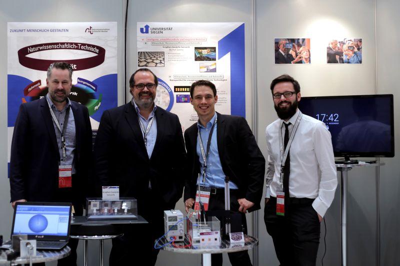 Für die Uni Siegen vor Ort (von links): Prof. Dr. Max Lemme, Prof. Dr. Peter Haring Bolívar, Dr. Andreas Bablich und Paul Kienitz.