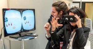 """Das Highlight des Standes war die """"Obama-Brille"""", die mittels 3D-Kamera Gesten erkennt"""