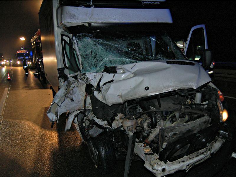 A45: Fahrer eines Kleintransporters bei Unfall schwer verletzt (Foto: J.Fritsch)