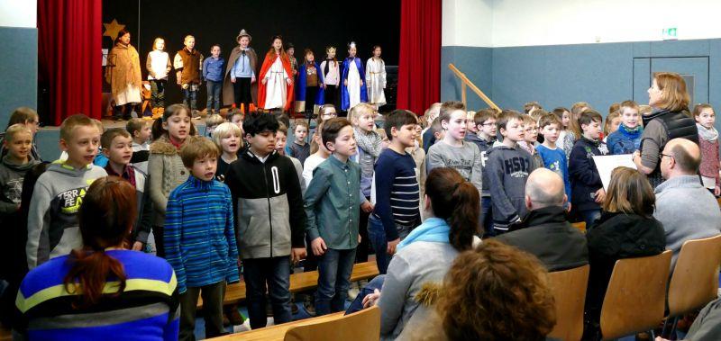 2016-12-27_netphen_eckmannshausen_weihnachtsfeier-in-der-dreisbachtalschule-eckmannshausen_foto_privat_02