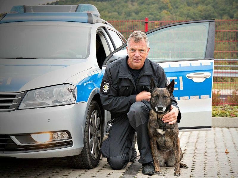 Hexe (Holländischer Herder) und Hundeführer Bernd Gaebel (Archivfoto: privat)