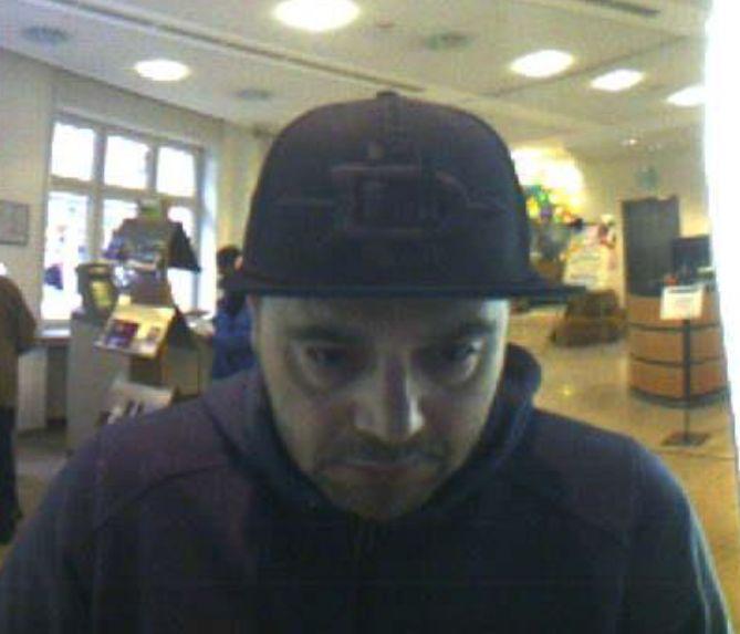 Täter am Geldautomaten (Foto: Polizei)