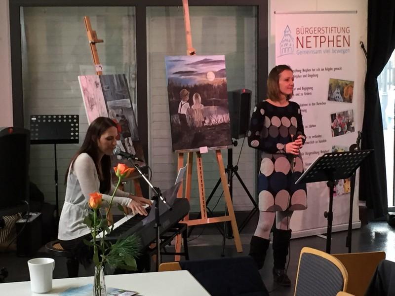 Alexandra Klein und Esther Menges sorgten für weihnachtliche Livemusik. (Fotos: privat)