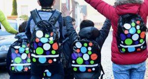 """Randvolle Rucksäcke: Die Foto-Ausstellung """"Kulturrucksack unterm Krönchen"""" stellt die unterschiedlichsten Projekte des vergangenen Jahres für junge Leute in der Stadt Siegen vor. (Foto: Stadt Siegen)"""